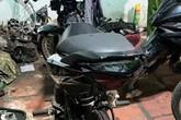 Đột kích tiệm sửa xe ven Sài Gòn, thấy xe máy có hình thù 'quái dị'