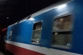Phóng xe máy băng qua đường sắt, nam thanh niên bị tàu hỏa đâm tử vong