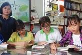 Vợ chồng thầy giáo bán nhang, bán bánh mua sách tặng học trò nghèo