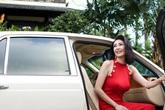 Hà Kiều Anh ở biệt thự 100 tỷ đồng, đi xe hơi sang trọng