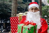 Thuê 'ông già Noel' 400.000 đồng cho 5 phút tặng quà