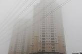 Hà Nội: Sương mù dày đặc, người dân vất vả di chuyển trên đường