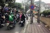Hà Nội: Người dân bàng hoàng phát hiện người phụ nữ tử vong cạnh lề đường
