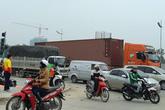 Chùm ảnh: Xe tải, xe container hoành hành khắp Thủ đô, gây ùn tắc giao thông dịp sát Tết