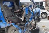Hà Nội: Sau cú va chạm trên cầu vượt Mai Dịch, 1 phụ xe thư báo tử vong