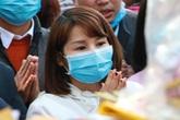 Hà Nội: Khách hành hương bịt kín mặt khấn vái ở Phủ Tây Hồ vì virus corona
