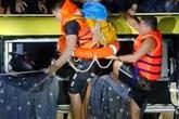 Quảng Bình: Trắng đêm ngược dòng nước lũ giải cứu hàng chục người hoảng loạn trên nóc xe khách bị cuốn trôi