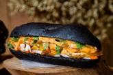 Đua nhau bán thực phẩm màu đen được quảng cáo là làm từ tinh than tre, từ bánh mỳ đến lạp xưởng đều có