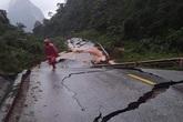 Quảng Bình: Quốc lộ 12A đi Cửa khẩu Cha Lo biến dạng, nứt gãy nghiêm trọng