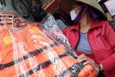 Miền Trung lũ chồng lũ, các chủ cửa hàng bán áo phao cứu sinh ở Hà Nội đều báo giá tốt cho các đoàn cứu trợ