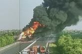 NÓNG: Xe bồn chở dầu đang bốc cháy dữ dội trên cao tốc Hải Phòng - Hà Nội