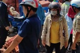 """Giá ngói lợp nhà ở Quảng Ngãi bị """"thổi"""" lên cao, xếp hàng từ sáng sớm vẫn không mua được"""
