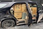 Lộ điều 'mờ ám' của chiếc ô tô bể bánh mà tài xế vẫn cố chạy