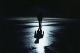 Cô gái khuyết tật mất tích bí ẩn được tìm thấy trong phòng trọ của bạn trai mới quen qua mạng