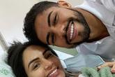 Cầu thủ Brazil đỡ đẻ cho vợ ngoài hành lang