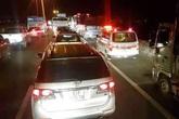 Tai nạn liên hoàn, cao tốc TP.HCM - Trung Lương ùn tắc 10 km