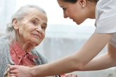Tỷ lệ ung thư ở người cao tuổi cũng gia tăng theo tốc độ già hóa