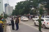 Hà Nội: Tài xế mặc đồng phục xe ôm công nghệ va chạm mạnh với xe máy khác tại ngã tư, 2 người thương vong