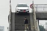 """Ô tô mắc kẹt trên cầu vượt ở Hưng Yên, dân mạng hoang mang: """"Đi giỏi vậy?"""""""