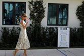 Đệ nhất Phu nhân Tổng thống Mỹ Melania Trump đang làm gì tại Nhà Trắng?