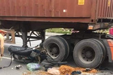 Cụ ông hơn 70 tuổi bị xe container đâm tử vong khi đang giúp đỡ người bị nạn