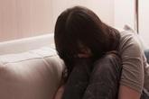 Con ra đời ngày càng chẳng giống bố, nữ giáo viên bị cưỡng hiếp khi vừa mang thai được ít ngày nén nước mắt đi xét nghiệm