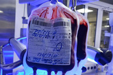 Bác sĩ hiến máu cứu bé sơ sinh một ngày tuổi