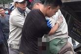Hà Nội: Xe ba gác va chạm kinh hoàng với ô tô, một người dập nát đôi chân