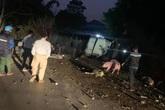 Xe tải chở lợn va chạm với xe máy trên QL3 khiến 2 bố con tử vong