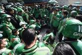 Hà Nội: Hàng trăm tài xế GrabBike tiếp tục tắt ứng dụng, tụ tập trước trụ sở