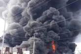 Xưởng làm đồ trang trí Noel bị cháy rụi ở TP.HCM