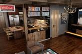 Căn hộ chung cư gây ấn tượng nhờ quầy bar độc đáo
