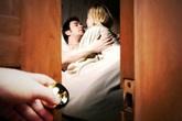 Chồng đi ship tôm hùm cho khách lạ và bí mật phía sau khiến người vợ ân hận tự trách mình