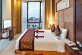 Sự thật về chiếc khăn trải ngang cuối giường mà khách sạn nào cũng có