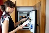 Vì sao phòng khách sạn nào cũng có một cái tủ lạnh mini, bạn sẽ không thốt nên lời khi biết lý do