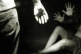 Chú cầm dao đe dọa hiếp dâm cháu gái 10 tuổi