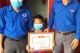 Tặng giấy khen cho cậu bé 8 tuổi cứu 2 bạn đuối nước ở Nghệ An