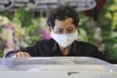 Cha diễn viên Mai Phương thẫn thờ trong lễ tang con gái