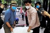 Cặp đôi danh hài Xuân Bắc - Tự Long đi vác gạo, gói quà từ thiện giúp đỡ người khó khăn trong đại dịch COVID-19