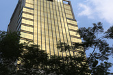 """Tòa nhà """"dát vàng"""" gây chói mắt cho người đi đường ở Hà Nội"""