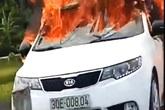 Thái Bình: Xe ô tô đang chạy trên đường bất ngờ bốc cháy dữ dội