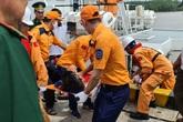 Hải Phòng: Tìm kiếm và đưa thi thể thuyền viên tàu cá bị đâm chìm vào bờ