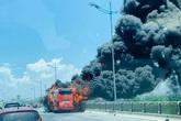 Xe khách gường nằm bốc cháy dữ dội, 18 hành khách thoát nạn