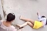 Người phụ nữ nhảy lầu bỏ trốn vì chồng bạo hành khiến hai chi dưới bị liệt, sau gần một năm sự việc xảy ra vẫn chưa thể ly hôn