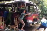 Chủ nhà cúng rằm tháng 7 khiến xe khách cháy rụi