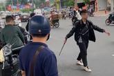 Hà Nội: Bắt tạm giam thanh niên đập phá xe máy người đi đường sau va chạm giao thông