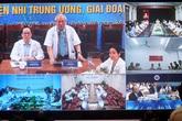 Thủ tướng Nguyễn Xuân Phúc xem, chỉ đạo, biểu dương các điểm cầu thực hiện hội chẩn trực tuyến