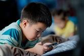 Những đứa trẻ bị cha mẹ 'khoán trắng' cho smartphone