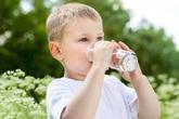 Trẻ em uống lượng nước trong ngày bao nhiêu là đủ?
