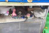 Di ảnh và bài vị của người đã khuất bị vứt lung tung sau chùa Kỳ Quang 2